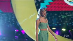 Taylor Swift - Presenting Choice Movie Actor Drama - Teen Choice Awards 2014 - 720p HDTV