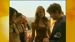Elizabeth Hurley - Regis & Kelly, September 23_2011  720p  caps
