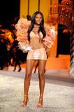 th_12929_Victoria_Secret_Celebrity_City_2008_FS_7292_123_568lo.jpg