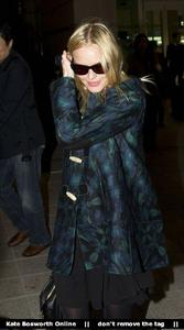 Nov 21, 2010 - Kate Bosworth - At Incheon Airport in Seoul Th_78911_tduid1721_Forum.anhmjn.com_20101130075736028_122_89lo